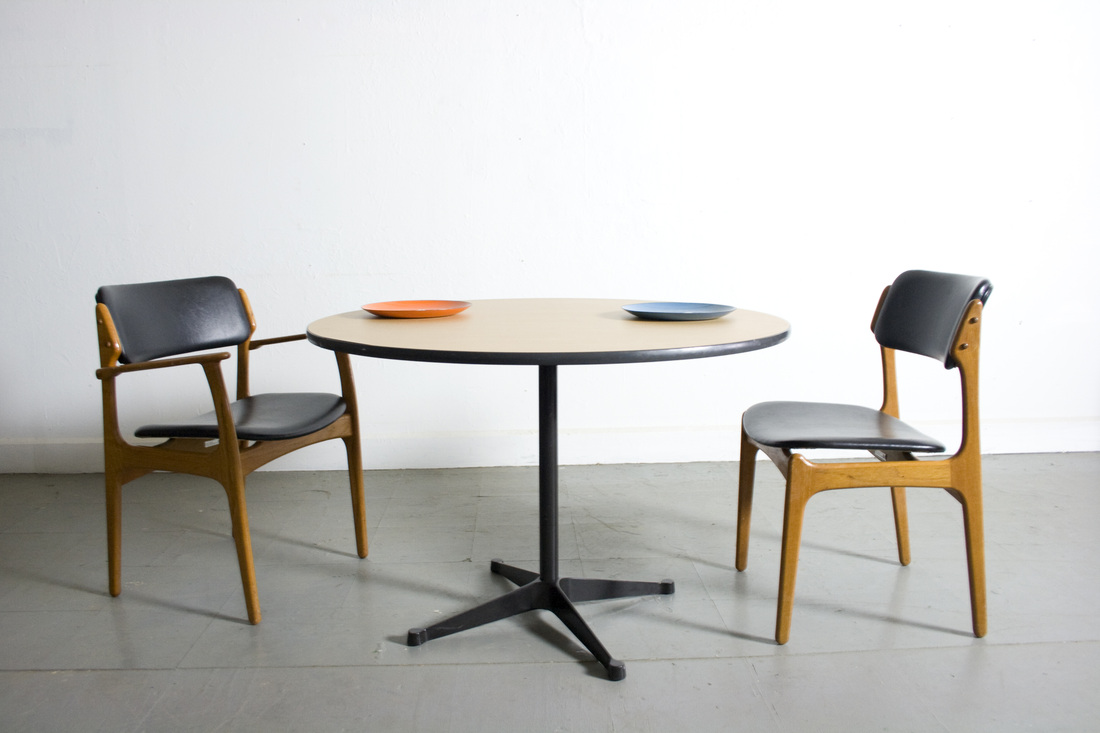Herman miller dining chairs - Herman Miller Round Table